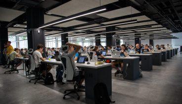 Kancelář s lidmi
